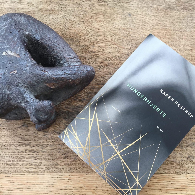 Hungerhjerte af Karen Fastrup – Stærk roman om et udfordret sind