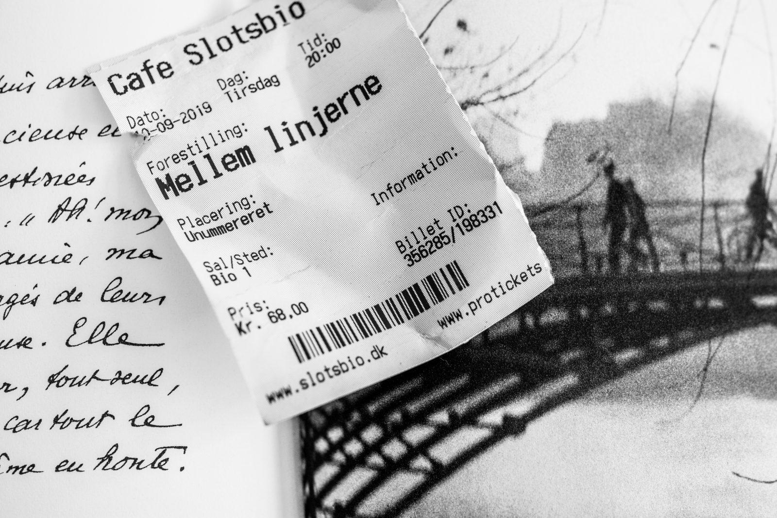 Mellem Linjerne – Parisisk forlagsmiljø og amourøse eskapader