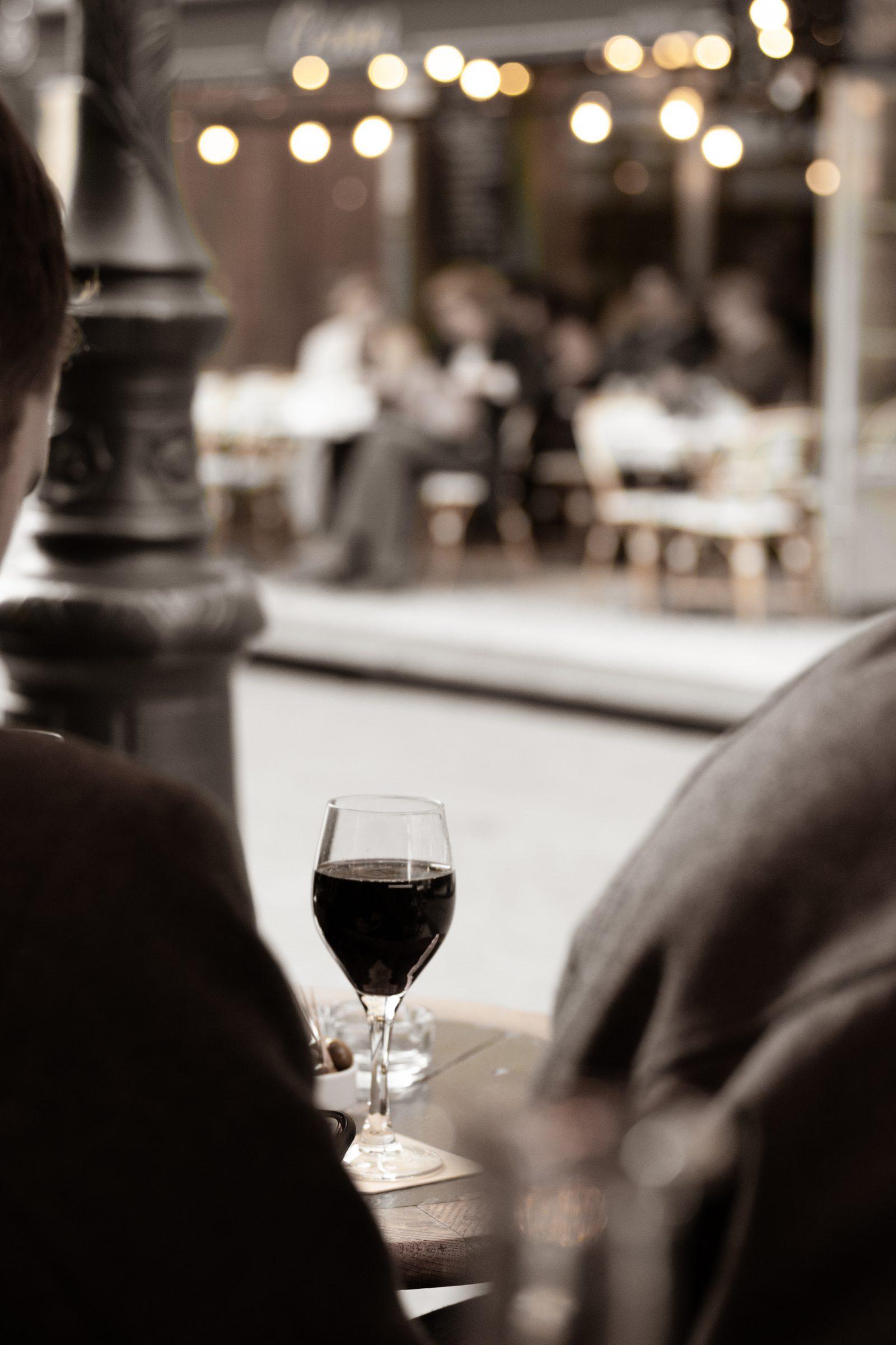 Vin rouge på café