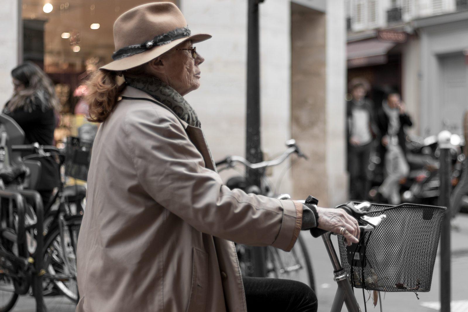 Parisienne på cykel